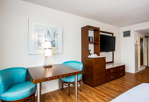 Guest Room Double Queen Rooms At Margaritaville Lake Resort Lake Of The Ozarks Missouri